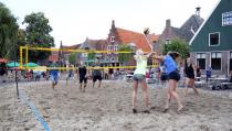 Beachvolleybaltoernooi op de Kaasmarkt