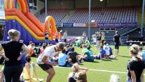 Zeskamp van Café De Dijk in voetbalstadion
