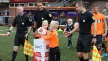 Sam en Tim Veerman de mascottes van FC Volendam