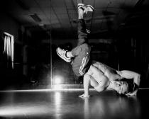 Bizarre breakdancer en aanstormend actuaris