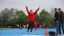 Atletiekwedstrijd voor de jeugd bij AV Edam