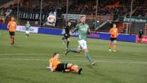 'Wereldgoal' Doodeman helpt FC Volendam langs Jong PSV
