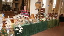 Verkoop van Kerstspullen in de Sint Vincentiuskerk