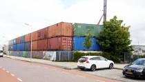 Wal van containers in de Hyacintenstraat