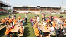 Kidsclub viert 10-jarig bestaan in het Kras-stadion