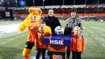Mila Plat en Daan Kras mascottes FC Volendam