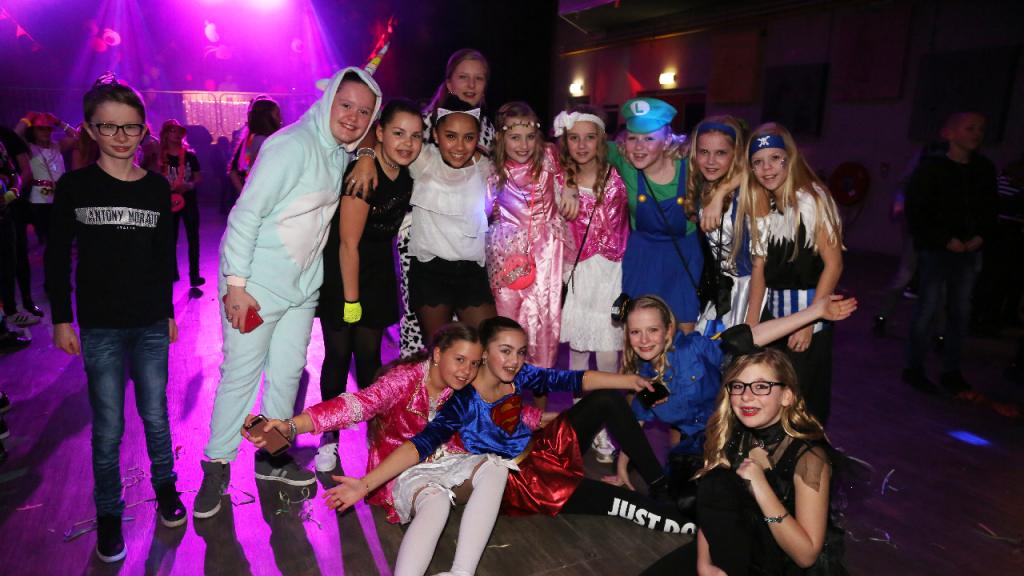 Volop gezelligheid tijdens het Fris-Disco-Carnaval | Nieuw-volendam.nl