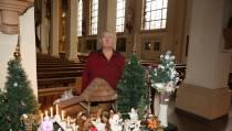 Steeds nieuwe kerstspullen achter in de kerk