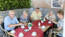 Feestelijk samenzijn met negen 50-jarige echtparen