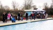 Nieuwjaarsduik in Zwembad De Waterdam