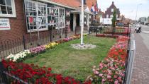 Tuin van het museum ligt er fleurig bij