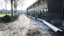 Speelstrook en nieuw riool bij de dubbelschool in het park