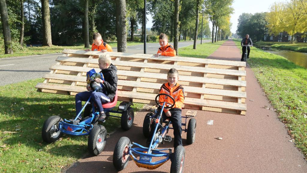 Pallettransport voor bouw van een tent   Nieuw volendam.nl