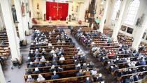 Kruisweg op Goede Vrijdag in de Vincentiuskerk