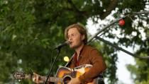 Singer-songwriter Paul Bond bewierookt in binnen- en buitenland