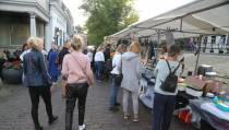 Avondkaasmarkt en Braderie in Edam druk bezocht