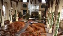 Kerken in Kerstsfeer versierd
